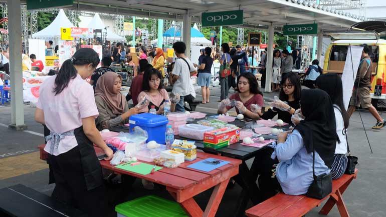 Sunday Market Bringing All Together Report