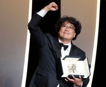 Bong Joon Ho saat menerima penghargaan Cannes 2019